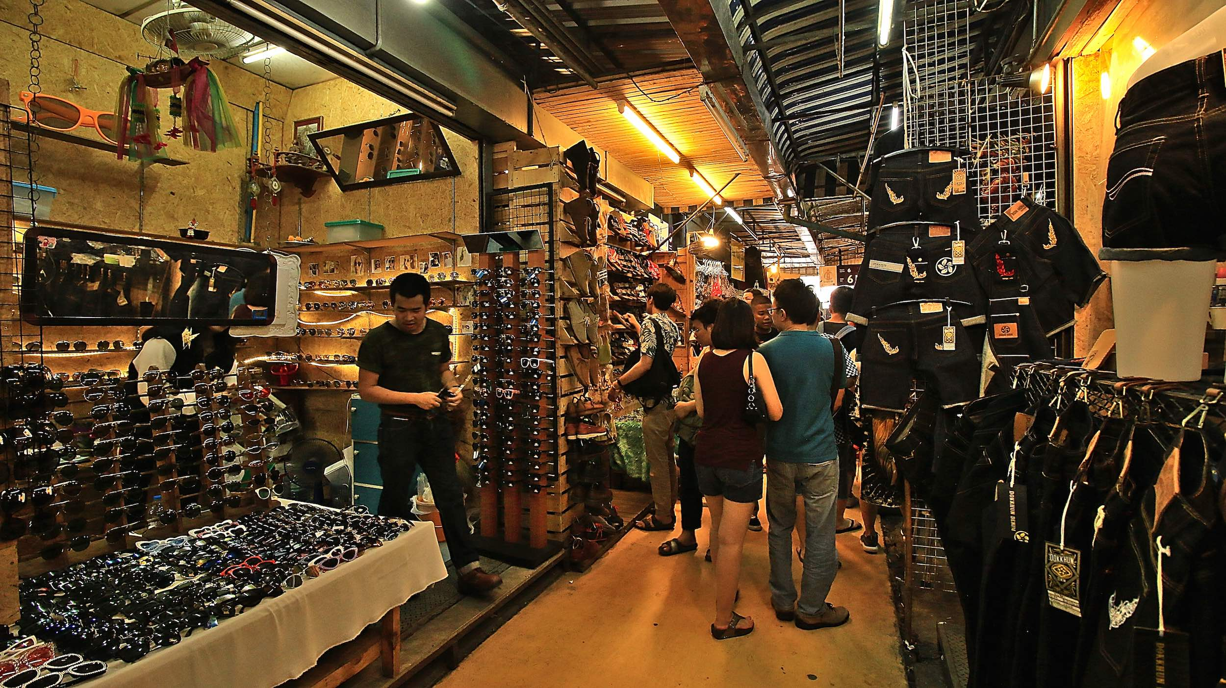 Chatuchak_Weekend_Market_Bangkok_Sunglasses_Jeans.jpg