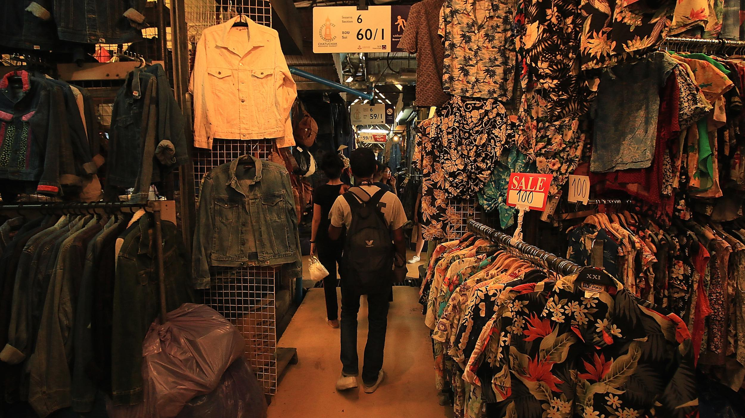 Chatuchak_Weekend_Market_Bangkok_Hawaiian_Shirts.jpg