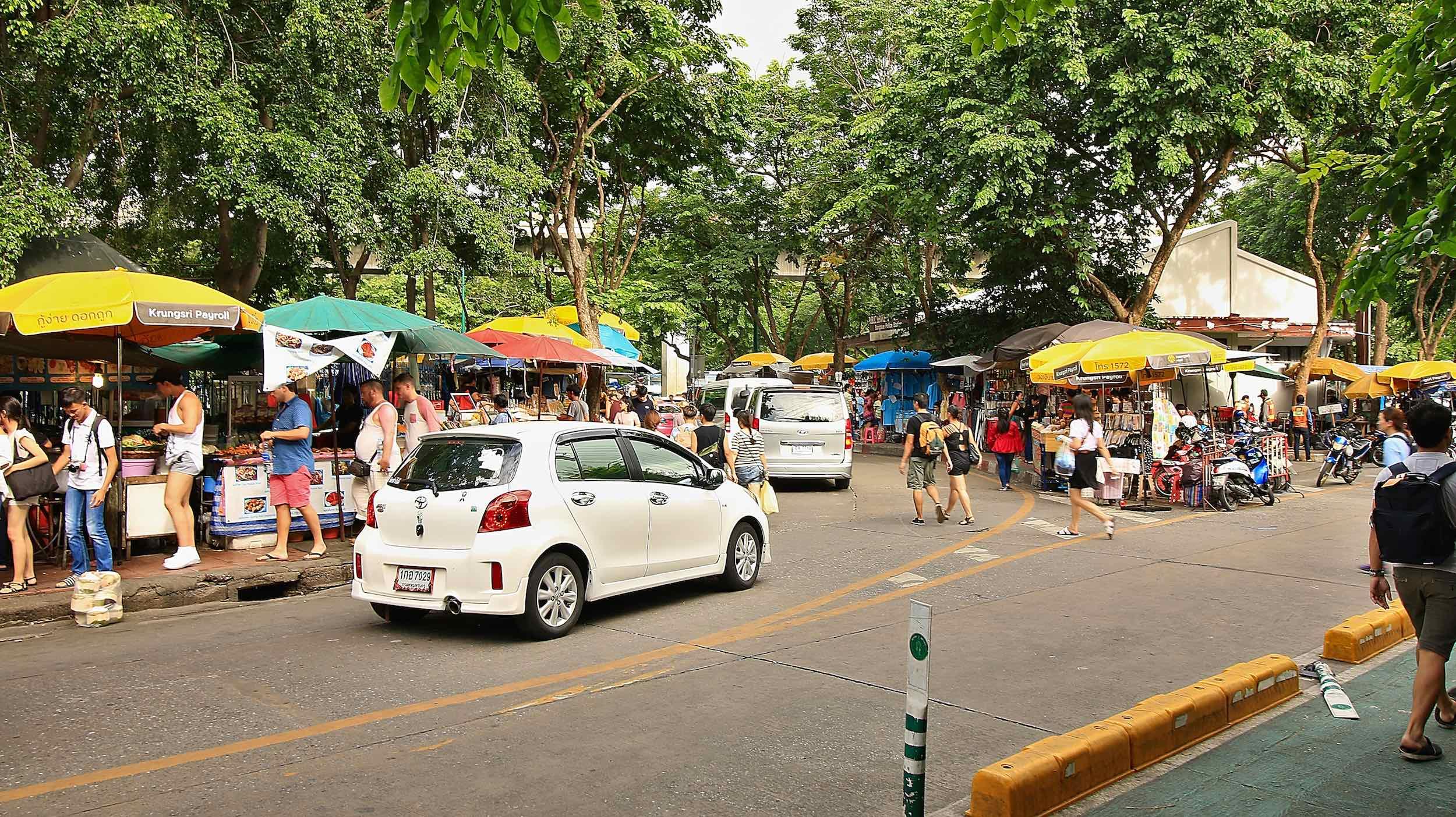 Chatuchak_Weekend_Market_Bangkok_Street.jpg