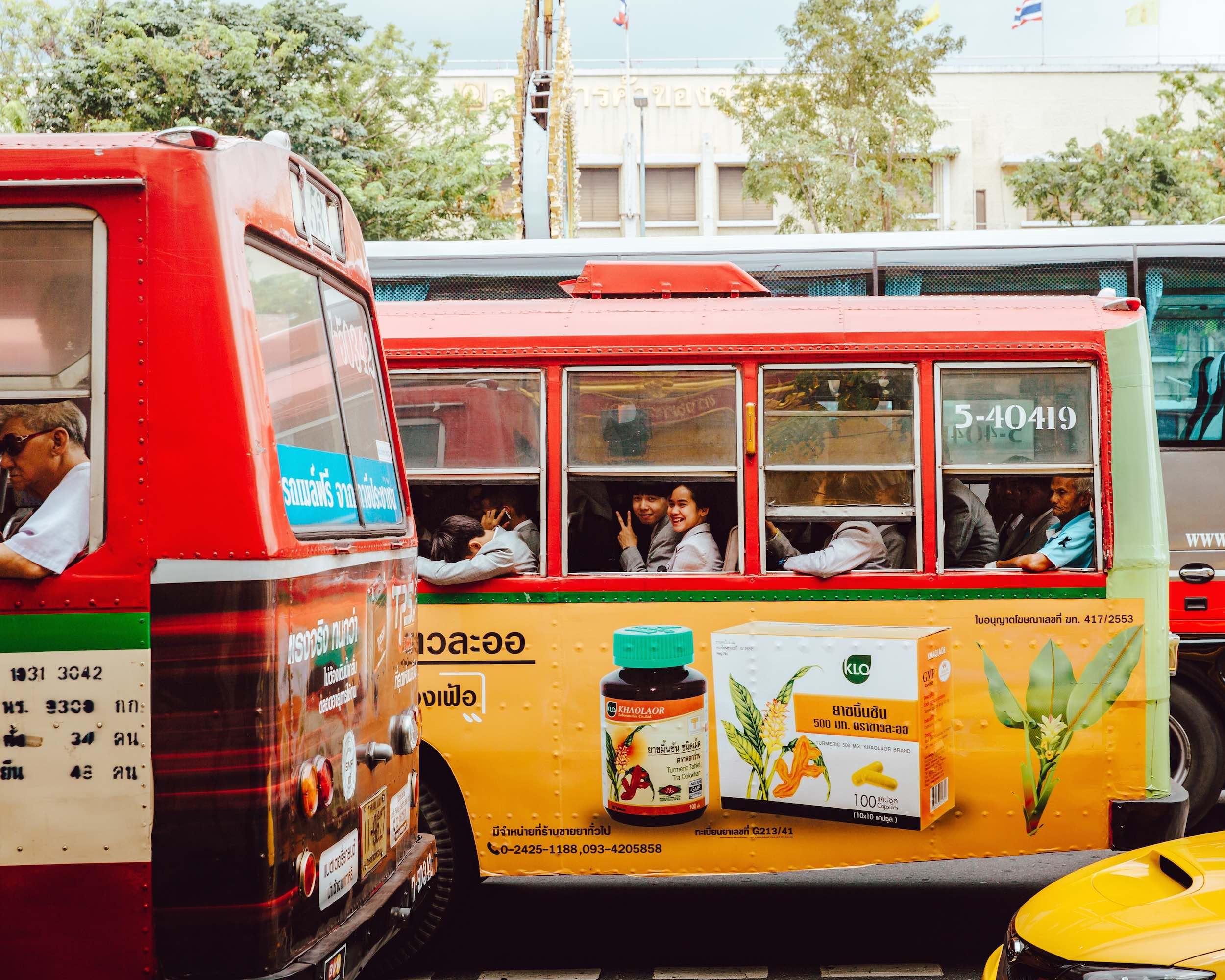 Bangkok_Buses_People_Smiling_travel_bangkok.jpg