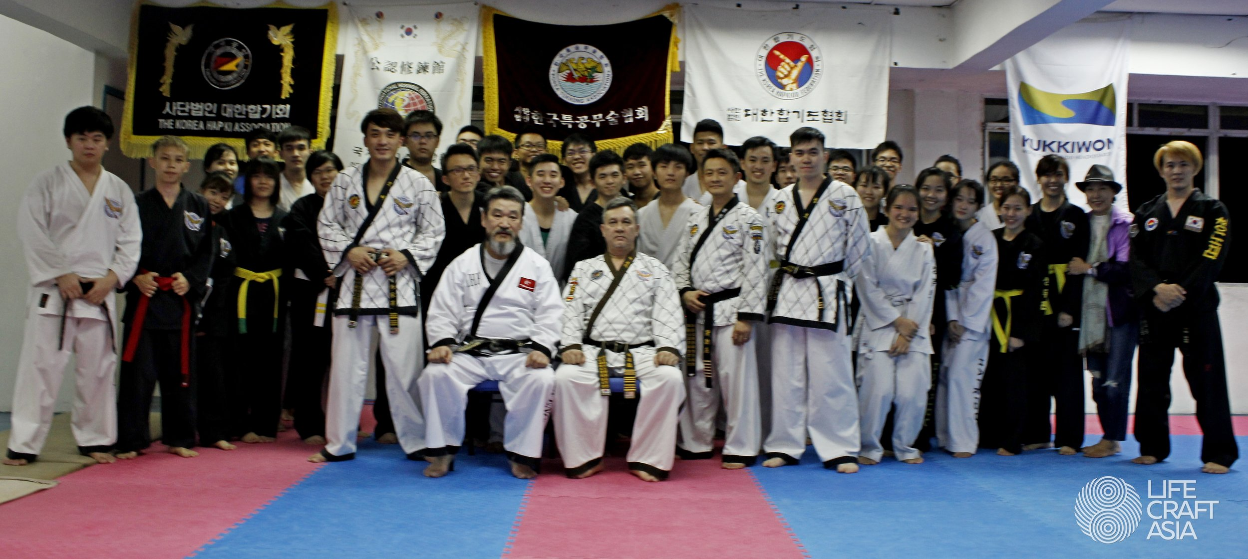 Group photo with Grand Master Hwang Young Jin