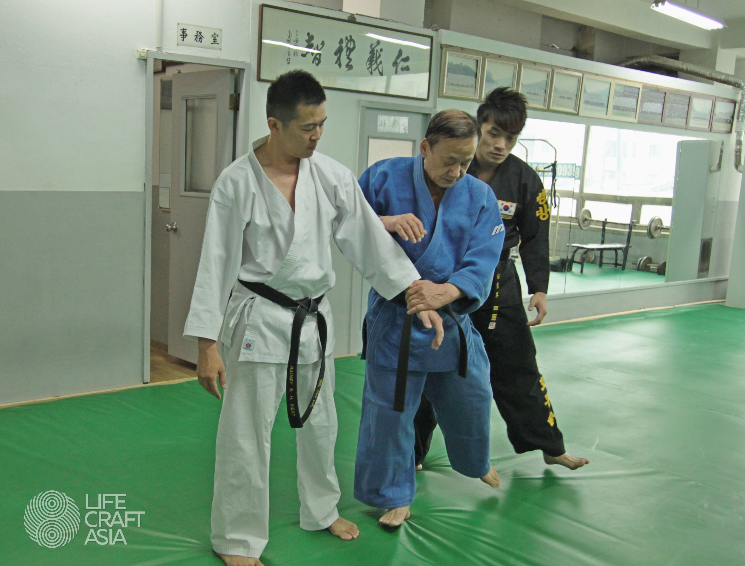 Grand Master Kim demonstrated techniques to the Hapkido practitioners of LifeCraft Asia