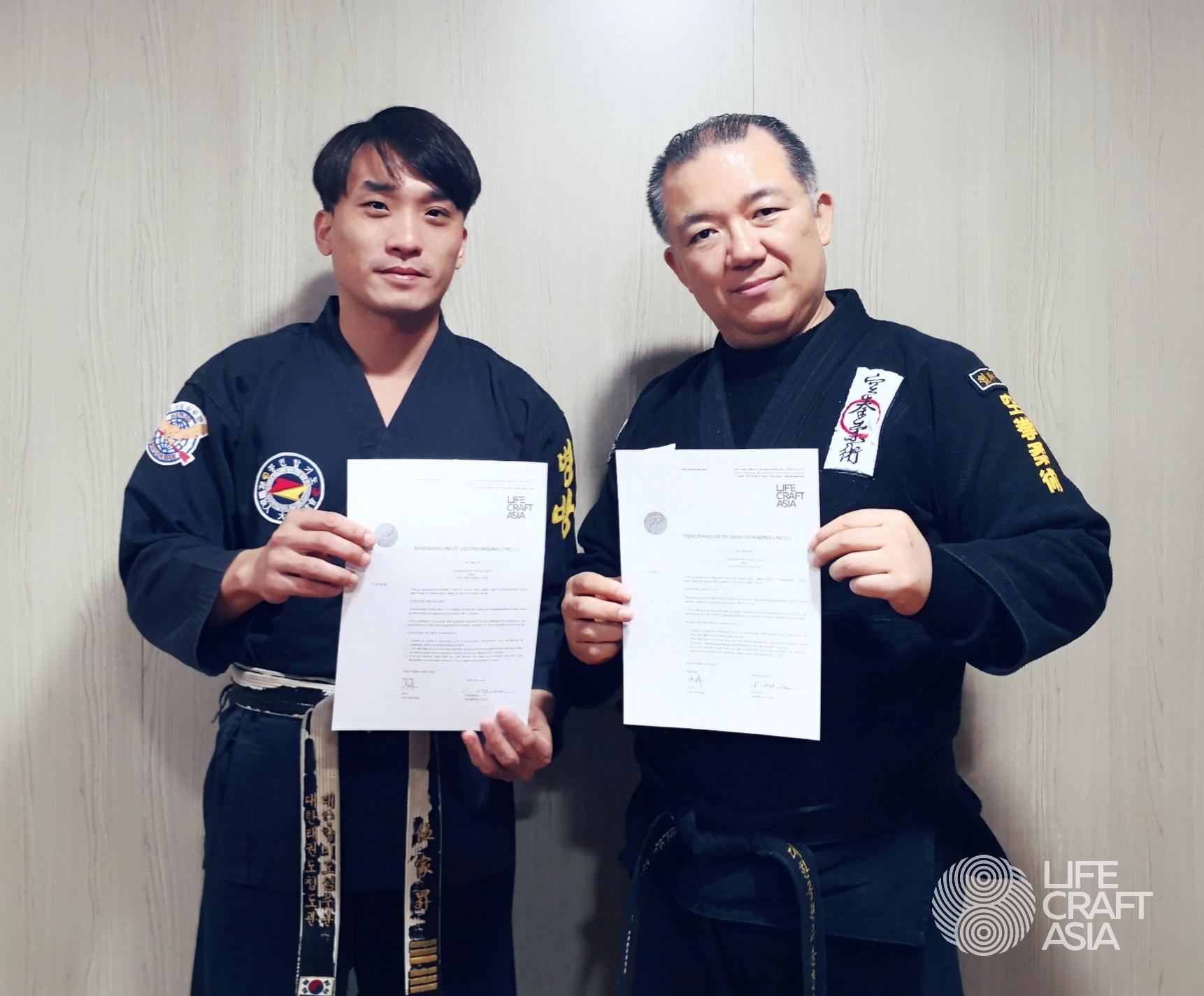 (LEFT) MST ROY NG - CEO OF LIFECRAFT ASIA, (RIGHT) GM KANG JUN - PRESIDENT OF GKYS.
