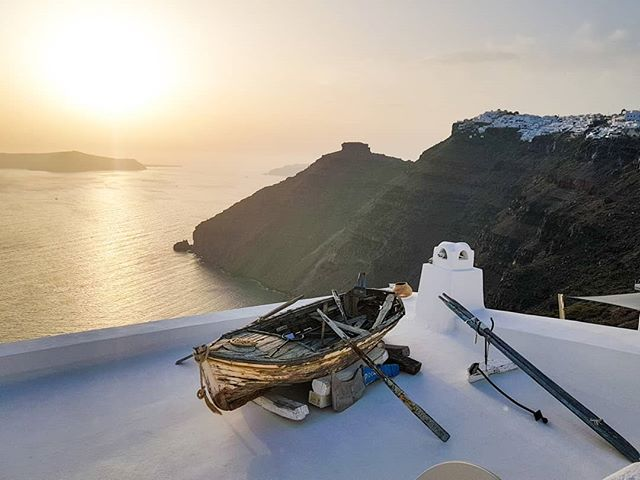 Thira's famous sunset overlooking a salvaged old fishing boat. A foodie's dream when islands are blessed with fresh quality seafood. . . . . . #thira #greece #santorini #greekislands #greek_islands #sunset #sunsets #greece_travel #greeksummer #santorinisunset #santorinigreece #santorinisecrets #sunsetlover #sunset_pics #sunset_love #cycladesislands #cyclades_islands #cyclades #greekholidays #travel #instatravel #travelgram #instagood #travelblogger #travelexperiences #travelphotography #notatourist #solotravel #slowtravel #solotravelling