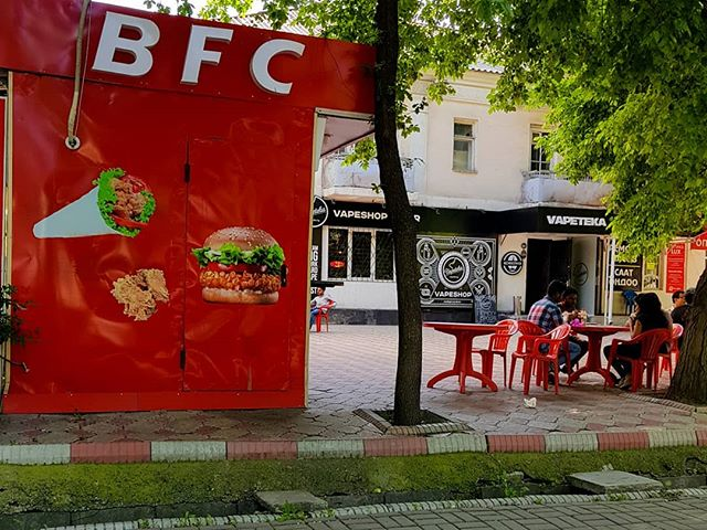 A little cool in Bishkek, Kyrgyztan with a little KFC ripoff & a vape shop. Who wants Bishkek Fried Chicken tonight? Just #fingerlickingood . . . . . . . #bishkek #bishkeklive #bishkekcity #bishkekkyrgyzstan #bishkekfashion #bishkeklife #bishkekshopping #Kyrgyztan #kyrgyzstan🇰🇬 #kyrgyzcha_top #kyrgyzstantravel #kyrgyzstan_trip #centralasia #kfc #kfclove #chickennuggets #friedchicken #ifeellikechickentonight #peoplewatching #streetscene #cultureredux #streetlife