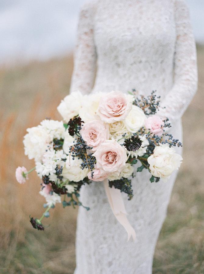 Event design:  Atrendy Wedding  Photography:Amelia Johnson Photography Flower design: Sweet Root Village