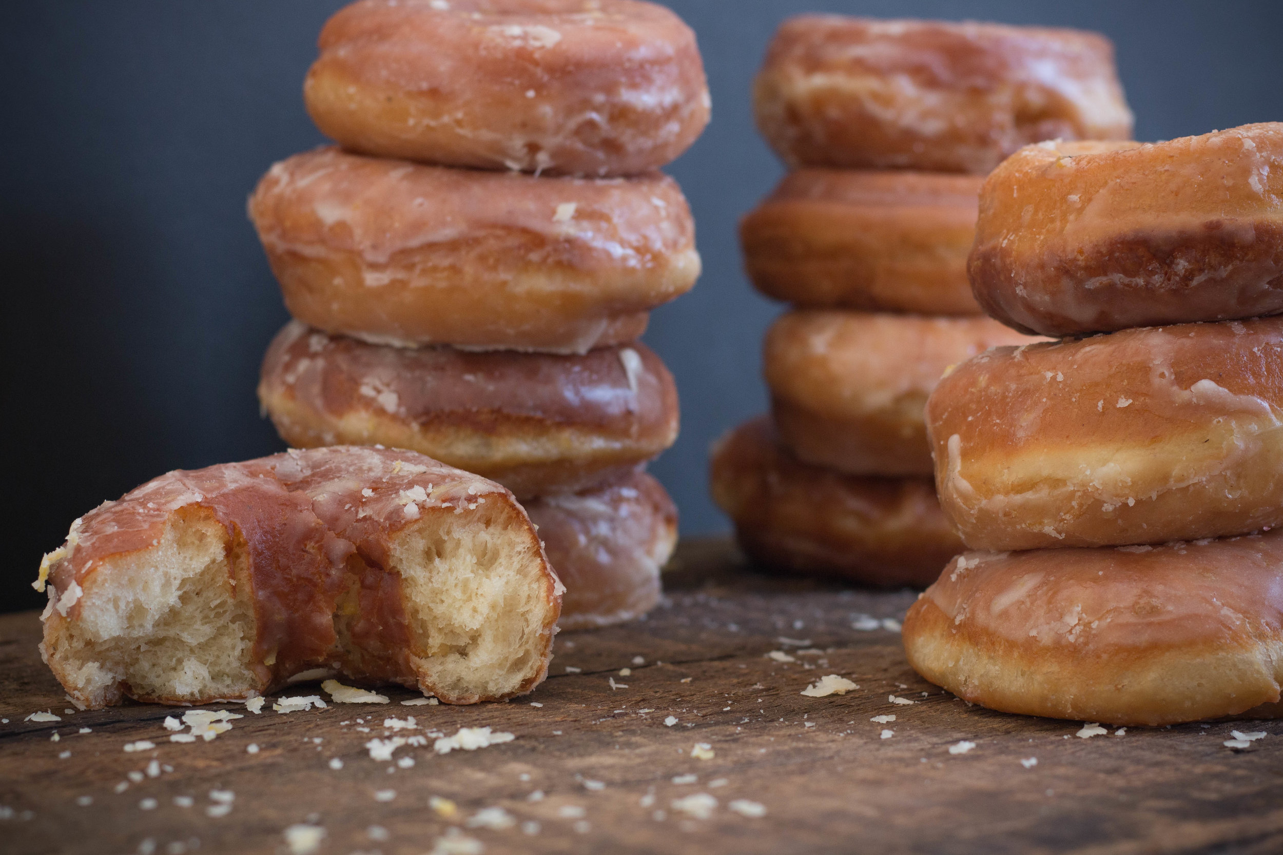Once the glaze is set, it is perfectly stuck to the donuts, and it doesn't stick to your fingers.