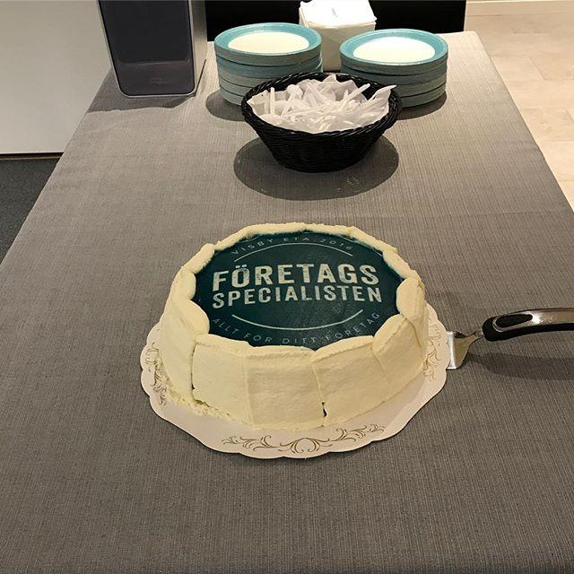 Tårtan är uppdukad! Välkommen in!