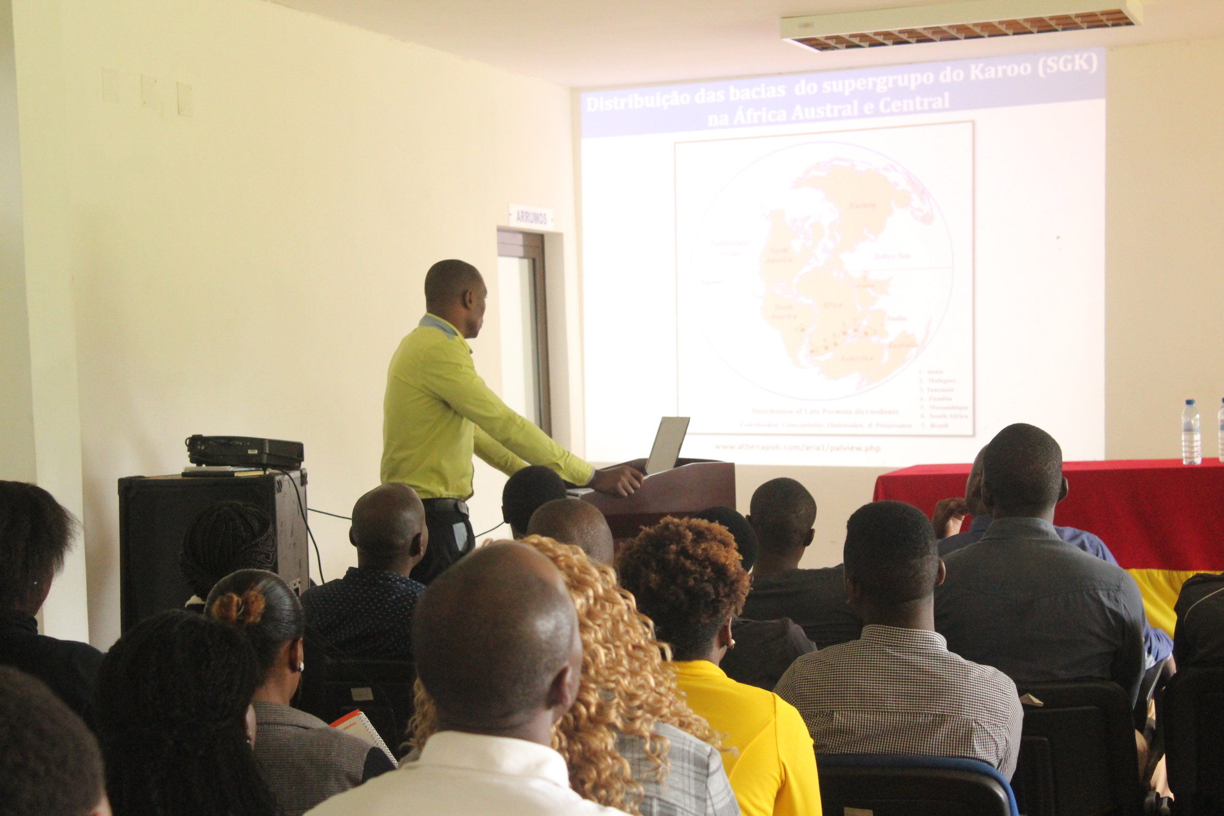 Albano Nhassengo speaks about the Mozambican geological heritage.