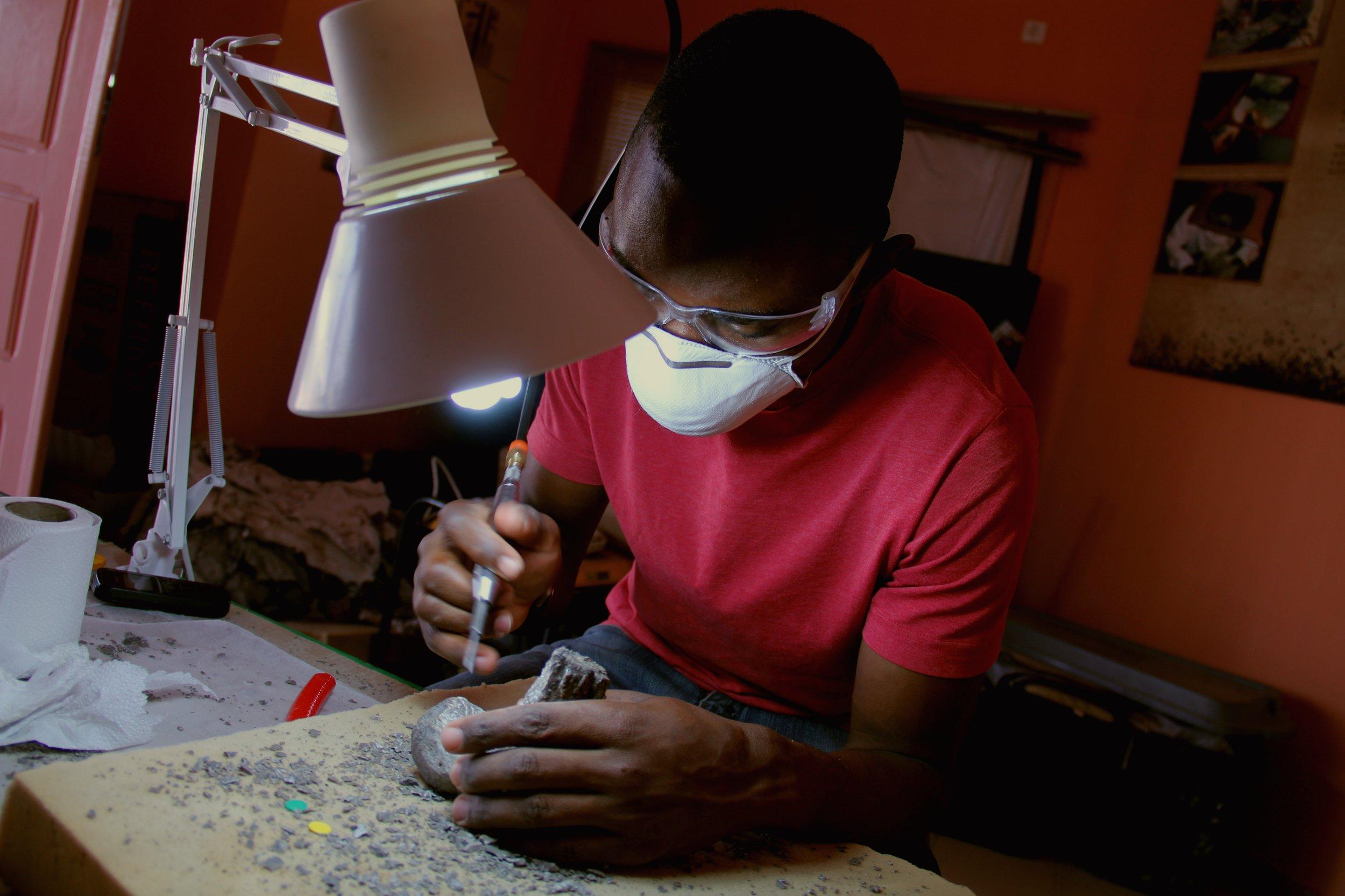 Zanildo preparing a fossil at the Laboratory.