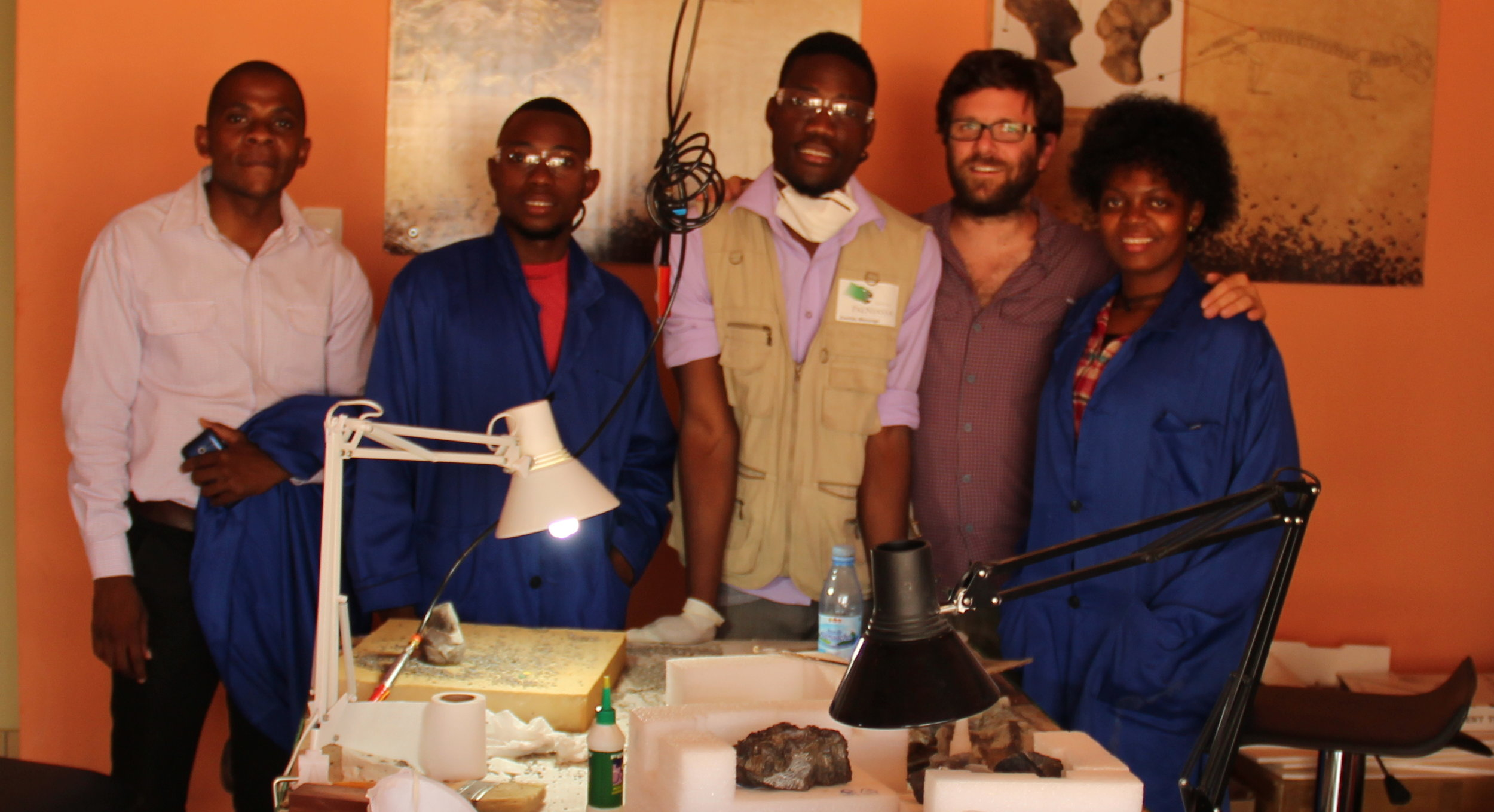 Nelson Nhamutole (co-advisor) on the right, Zanildo Macungo (co-advisor), Mussa Mamad, Ricardo Araújo (PI), Sarita Guluja on the left posing for a picture in the National Laboratory of Paleontology.