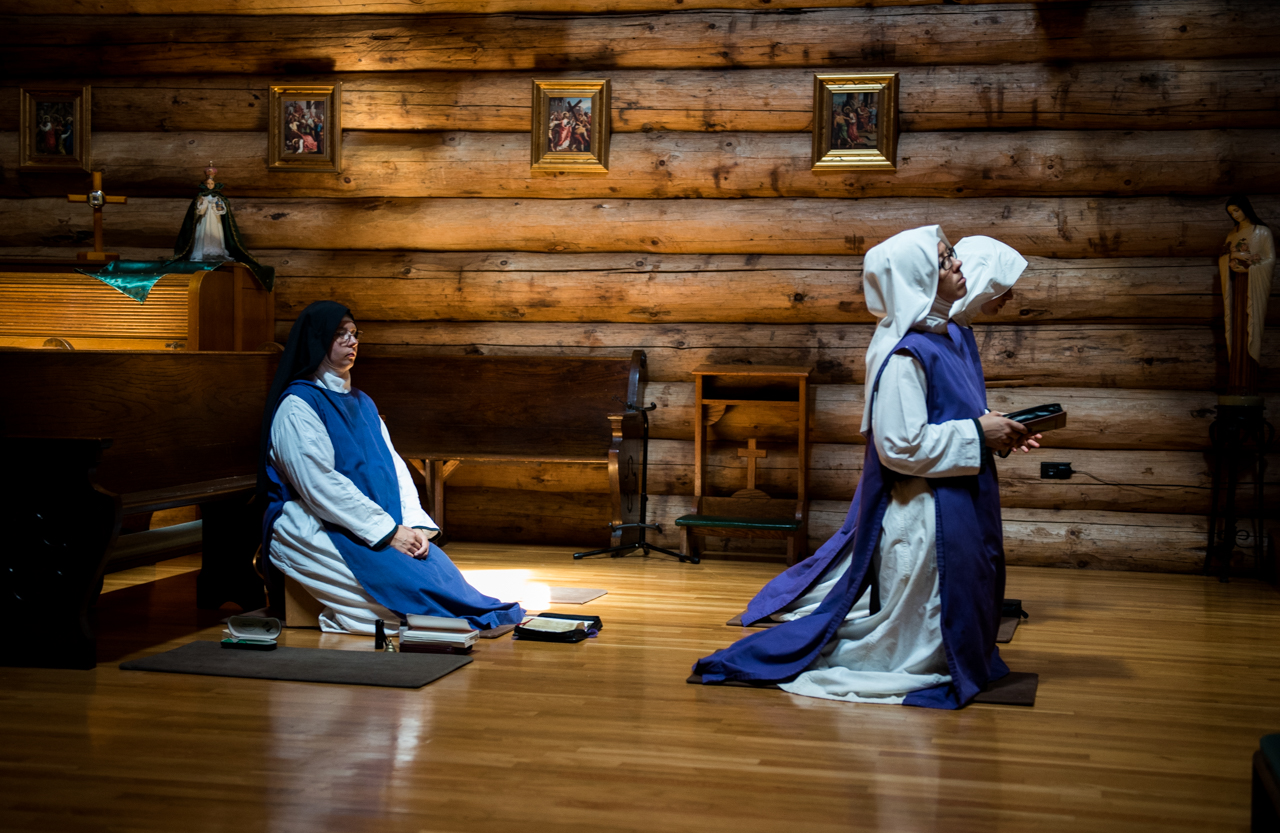 Sister Bernadette Marie (left) and Sister Peggy (right) praying in the chapel during the Day Pray at Children of Mary in Newark, Ohio, on September 19, 2016. Everyday around one, the sisters come and pray to their lord.