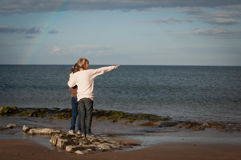 PICTORIAL_BERWICK_family-portrtait-beach-rainbow-sunshine-rain-love-1268.jpg