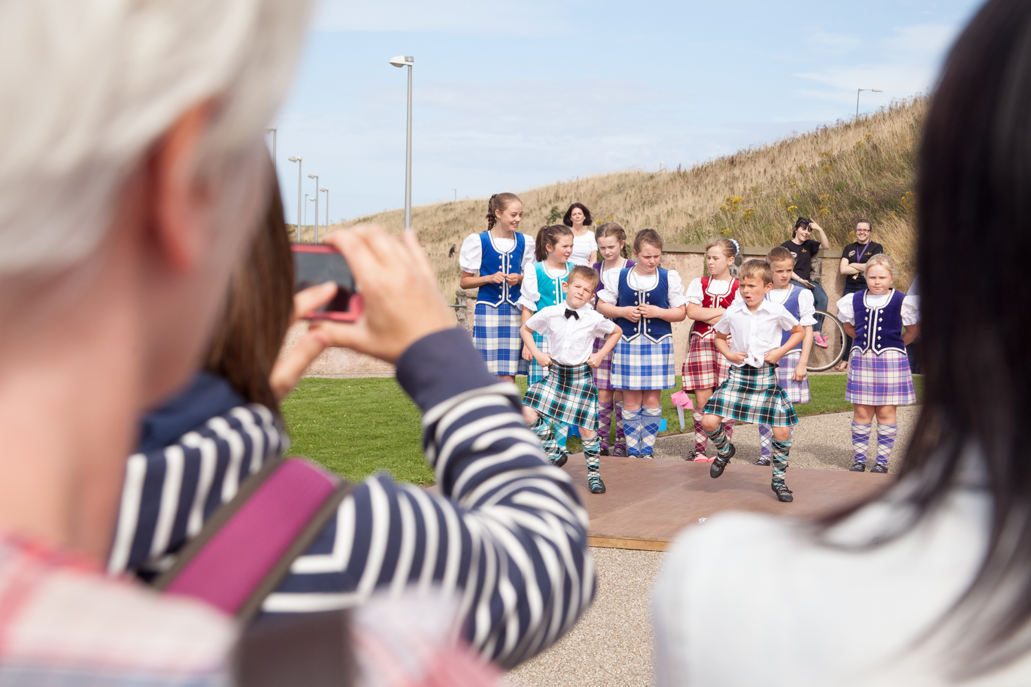 PICTORIAL_BERWICK_eyemouth-gunsgreen-extravaganza-photography-entertainment-party-event-photographer-harbour-gary-dunn-dancers-stilts-performances-speeches-day-out-summer-4610.jpg