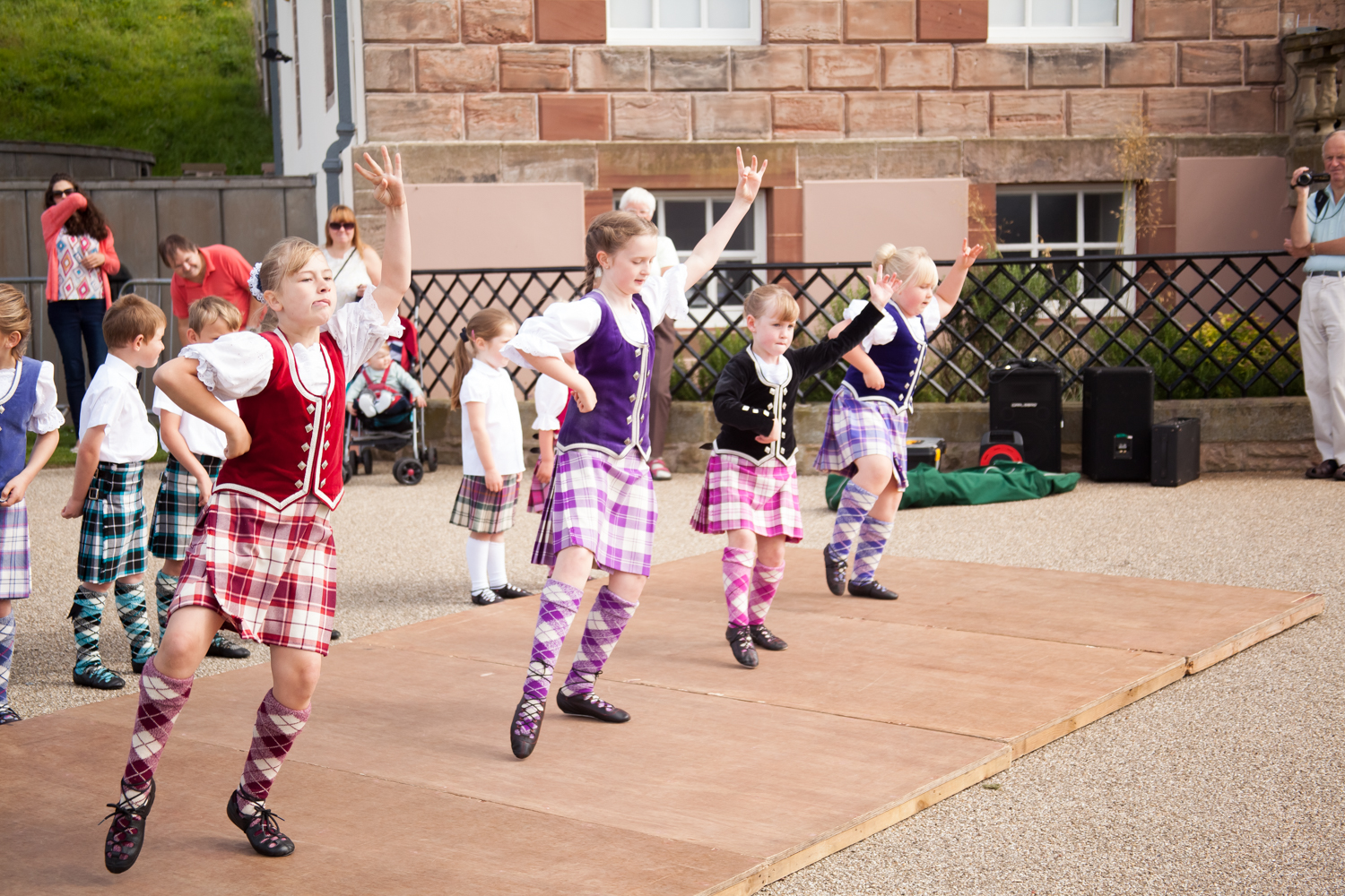 PICTORIAL_BERWICK_eyemouth-gunsgreen-extravaganza-photography-entertainment-party-event-photographer-harbour-gary-dunn-dancers-stilts-performances-speeches-day-out-summer-4604.jpg