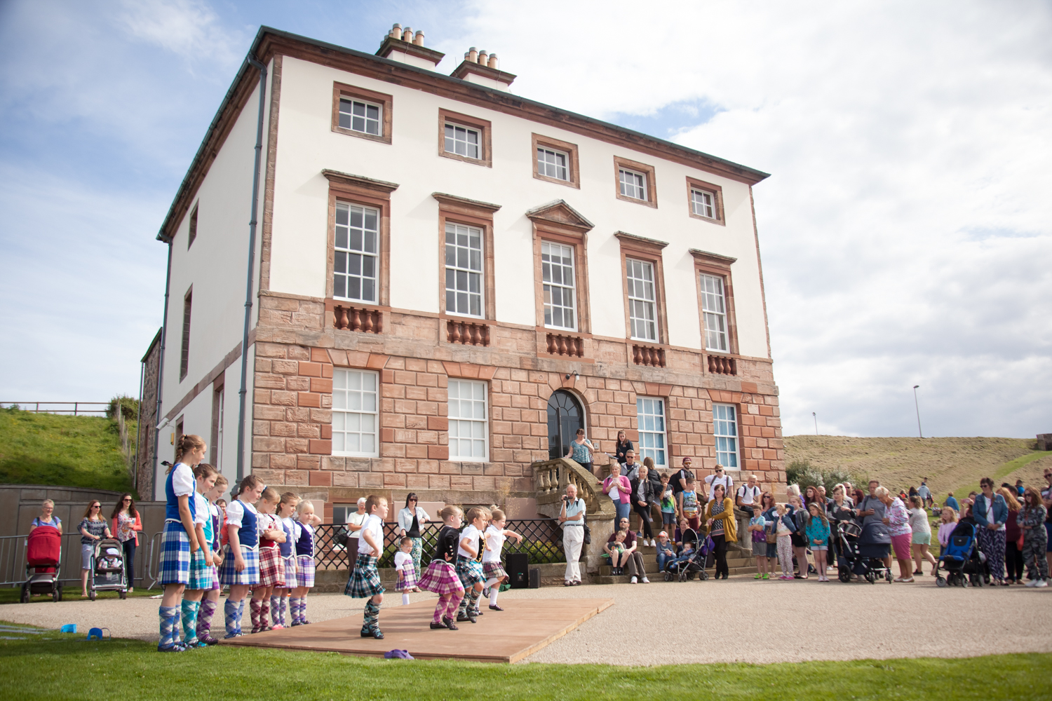 PICTORIAL_BERWICK_eyemouth-gunsgreen-extravaganza-photography-entertainment-party-event-photographer-harbour-gary-dunn-dancers-stilts-performances-speeches-day-out-summer-4591.jpg