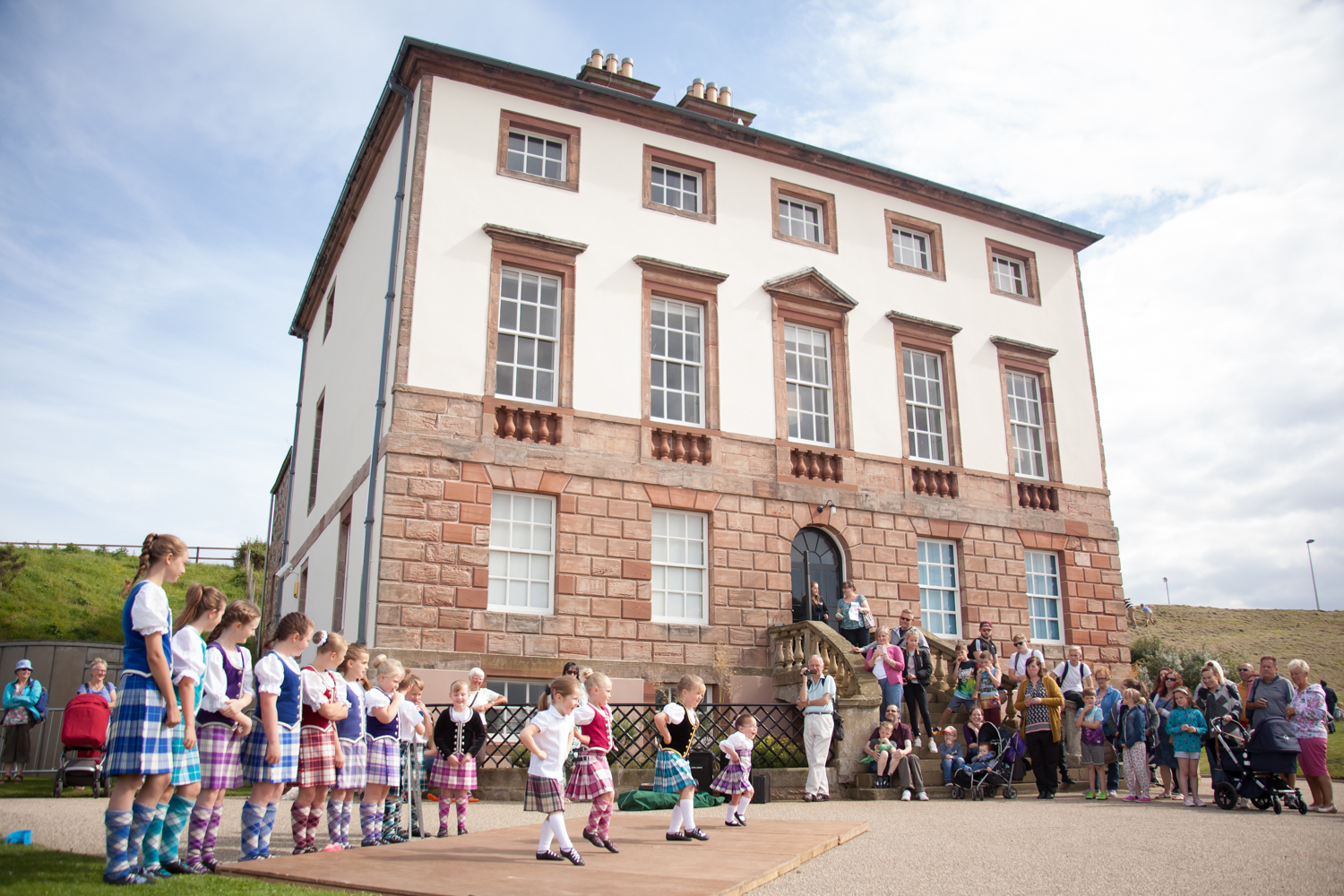 PICTORIAL_BERWICK_eyemouth-gunsgreen-extravaganza-photography-entertainment-party-event-photographer-harbour-gary-dunn-dancers-stilts-performances-speeches-day-out-summer-4589.jpg