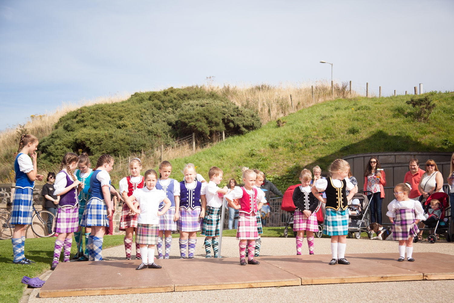 PICTORIAL_BERWICK_eyemouth-gunsgreen-extravaganza-photography-entertainment-party-event-photographer-harbour-gary-dunn-dancers-stilts-performances-speeches-day-out-summer-4586.jpg