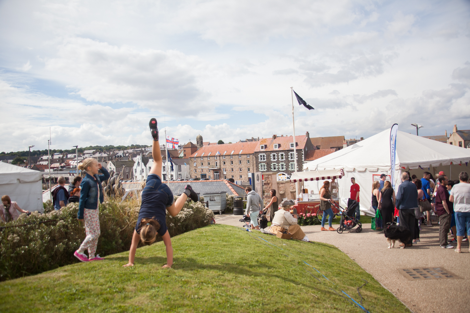 PICTORIAL_BERWICK_eyemouth-gunsgreen-extravaganza-photography-entertainment-party-event-photographer-harbour-gary-dunn-dancers-stilts-performances-speeches-day-out-summer-4563.jpg
