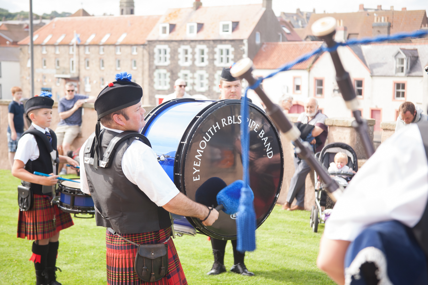 PICTORIAL_BERWICK_eyemouth-gunsgreen-extravaganza-photography-entertainment-party-event-photographer-harbour-gary-dunn-dancers-stilts-performances-speeches-day-out-summer-4549.jpg