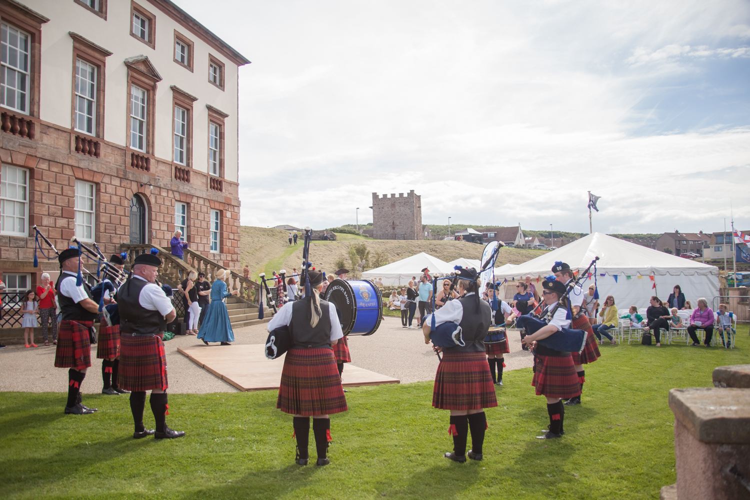 PICTORIAL_BERWICK_eyemouth-gunsgreen-extravaganza-photography-entertainment-party-event-photographer-harbour-gary-dunn-dancers-stilts-performances-speeches-day-out-summer-4548.jpg