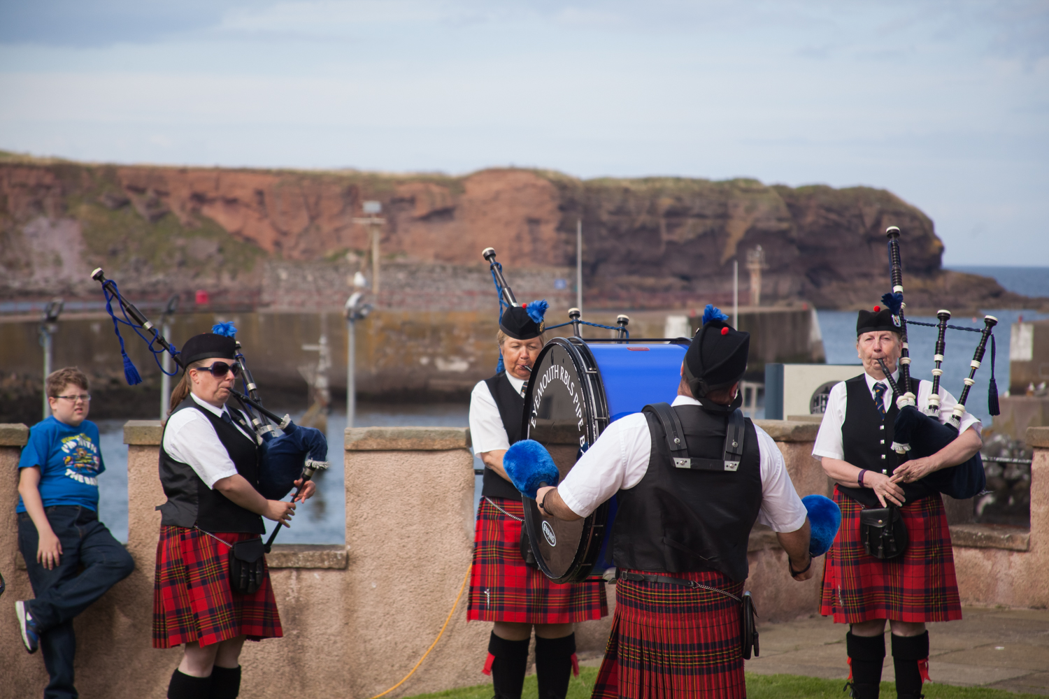PICTORIAL_BERWICK_eyemouth-gunsgreen-extravaganza-photography-entertainment-party-event-photographer-harbour-gary-dunn-dancers-stilts-performances-speeches-day-out-summer-4543.jpg