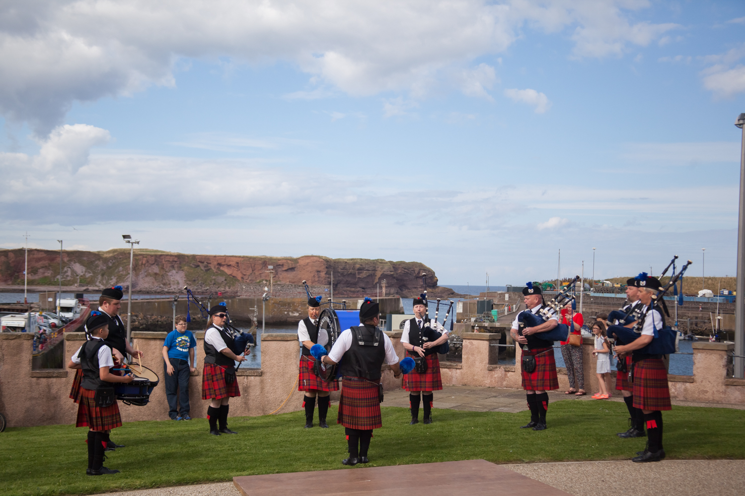 PICTORIAL_BERWICK_eyemouth-gunsgreen-extravaganza-photography-entertainment-party-event-photographer-harbour-gary-dunn-dancers-stilts-performances-speeches-day-out-summer-4542.jpg