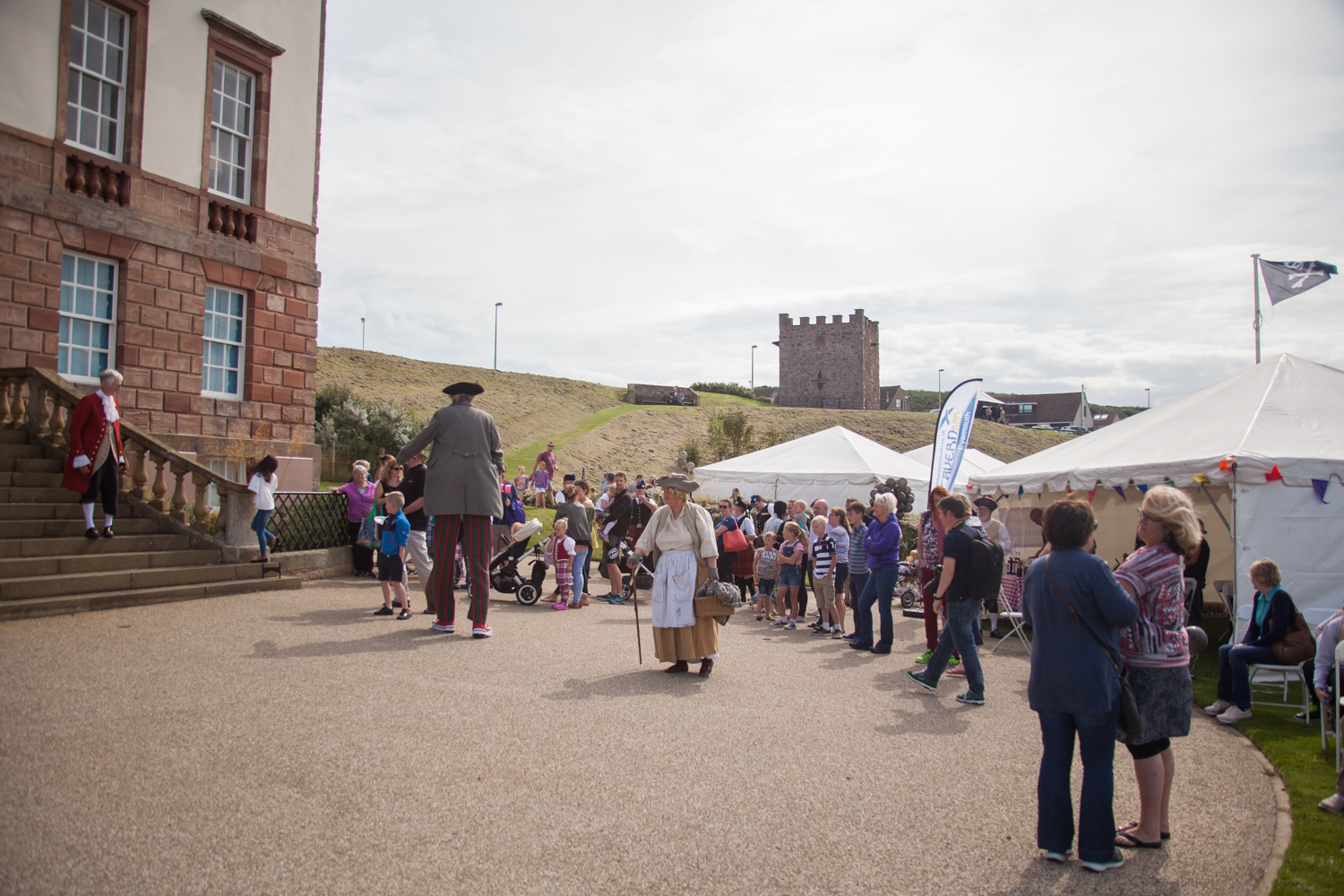 PICTORIAL_BERWICK_eyemouth-gunsgreen-extravaganza-photography-entertainment-party-event-photographer-harbour-gary-dunn-dancers-stilts-performances-speeches-day-out-summer-4539.jpg