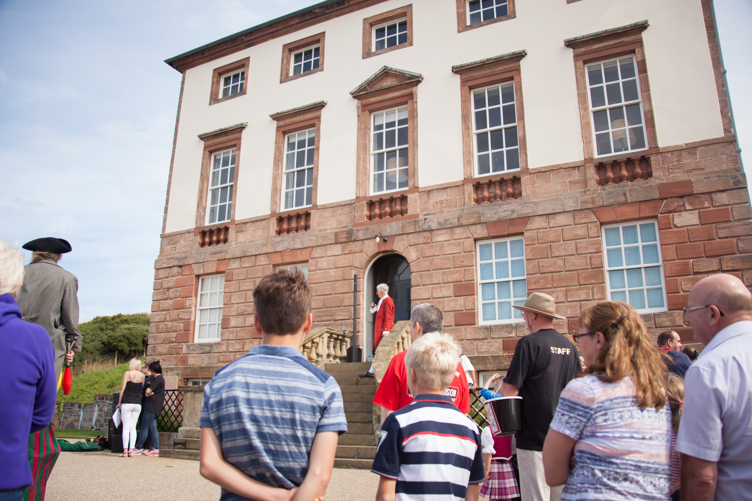 PICTORIAL_BERWICK_eyemouth-gunsgreen-extravaganza-photography-entertainment-party-event-photographer-harbour-gary-dunn-dancers-stilts-performances-speeches-day-out-summer-4532.jpg