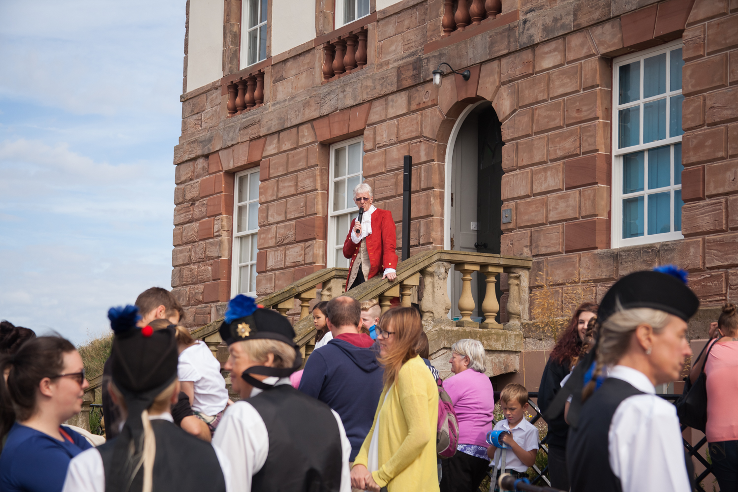 PICTORIAL_BERWICK_eyemouth-gunsgreen-extravaganza-photography-entertainment-party-event-photographer-harbour-gary-dunn-dancers-stilts-performances-speeches-day-out-summer-4530.jpg