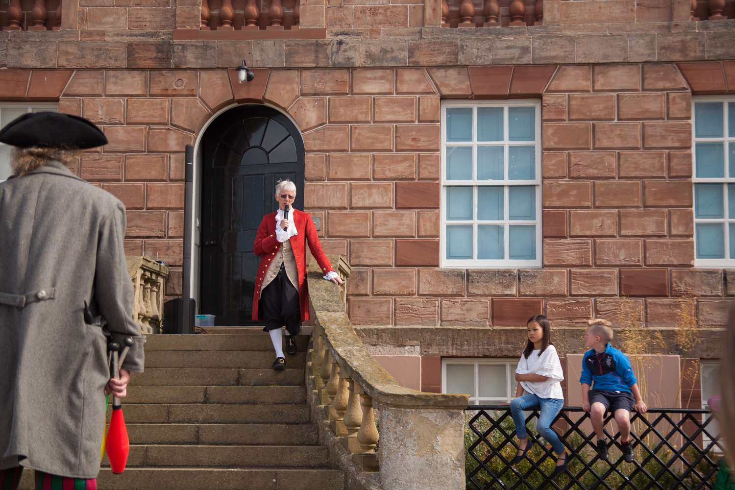 PICTORIAL_BERWICK_eyemouth-gunsgreen-extravaganza-photography-entertainment-party-event-photographer-harbour-gary-dunn-dancers-stilts-performances-speeches-day-out-summer-4531.jpg