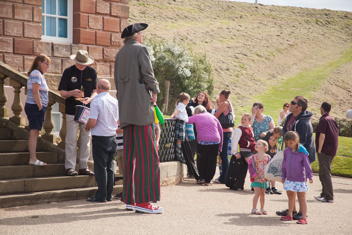 PICTORIAL_BERWICK_eyemouth-gunsgreen-extravaganza-photography-entertainment-party-event-photographer-harbour-gary-dunn-dancers-stilts-performances-speeches-day-out-summer-4526.jpg