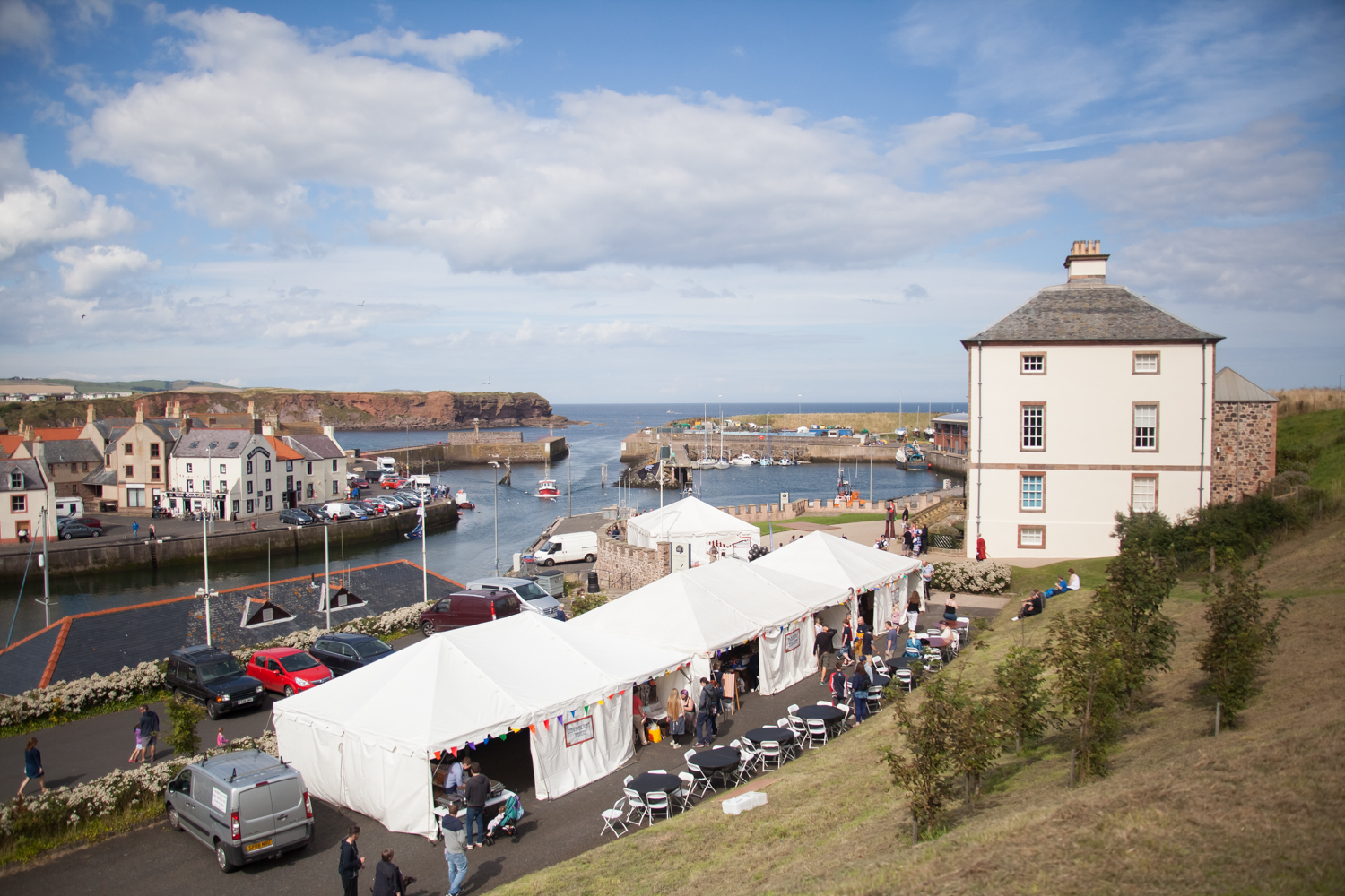 PICTORIAL_BERWICK_eyemouth-gunsgreen-extravaganza-photography-entertainment-party-event-photographer-harbour-gary-dunn-dancers-stilts-performances-speeches-day-out-summer-4521.jpg