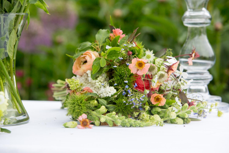 wedding-cherry-trees-chloe-martyn-grey-vw-campervan-family--2591.jpg