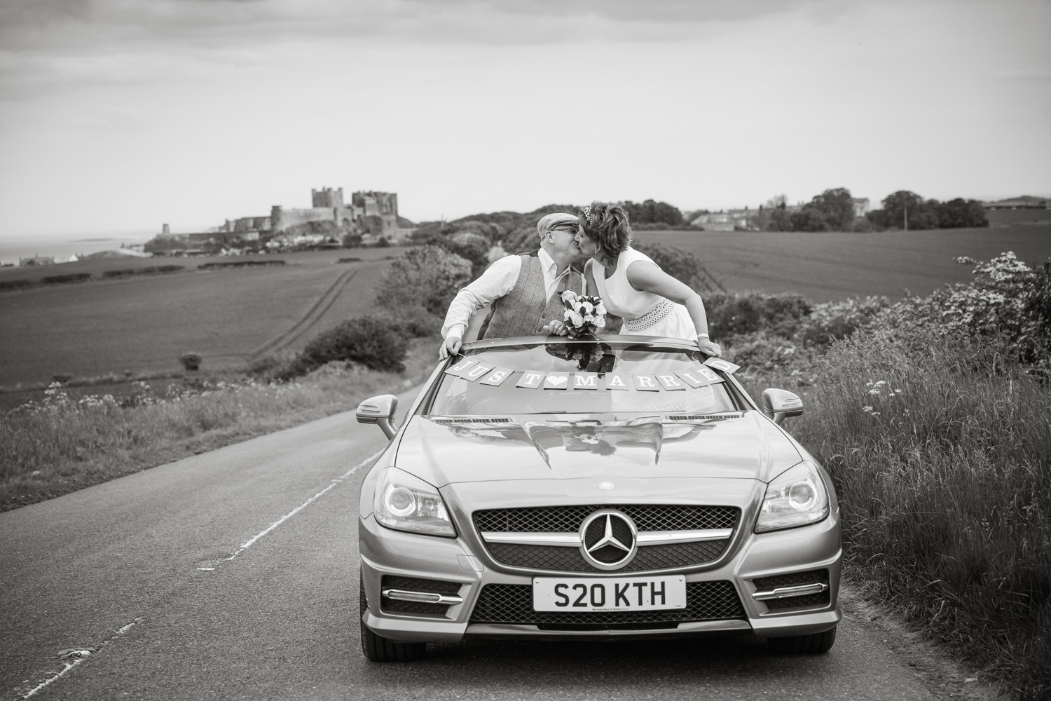 wedding-bamburgh-pictorial-elopement-friends-beach-0946.jpg
