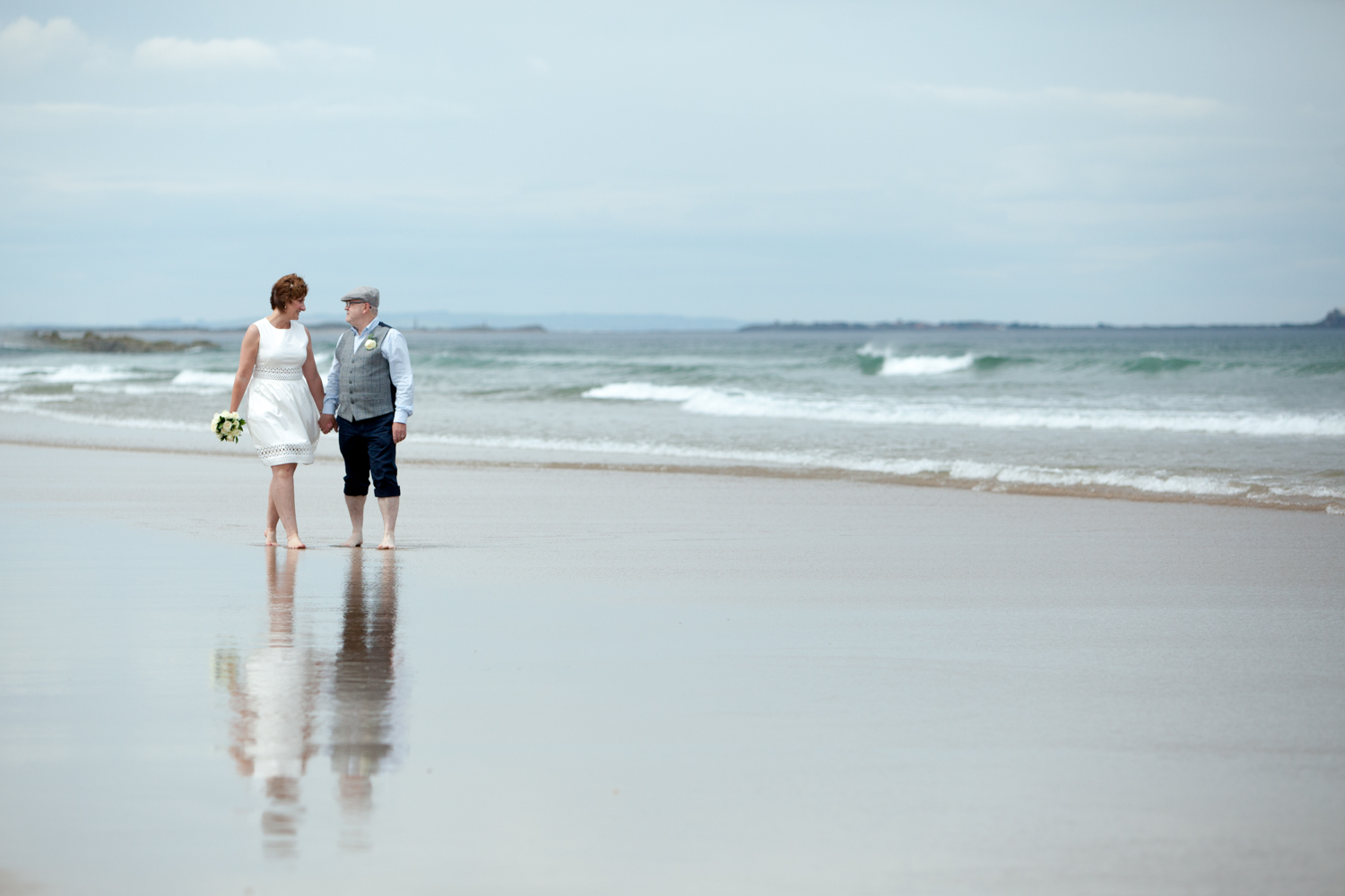 wedding-bamburgh-pictorial-elopement-friends-beach-0994.jpg