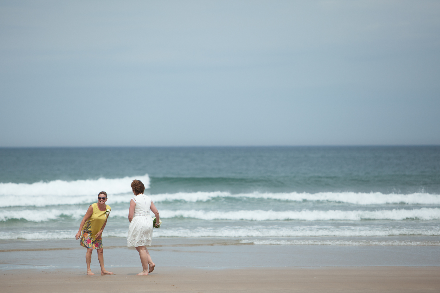 wedding-bamburgh-pictorial-elopement-friends-beach-1016.jpg