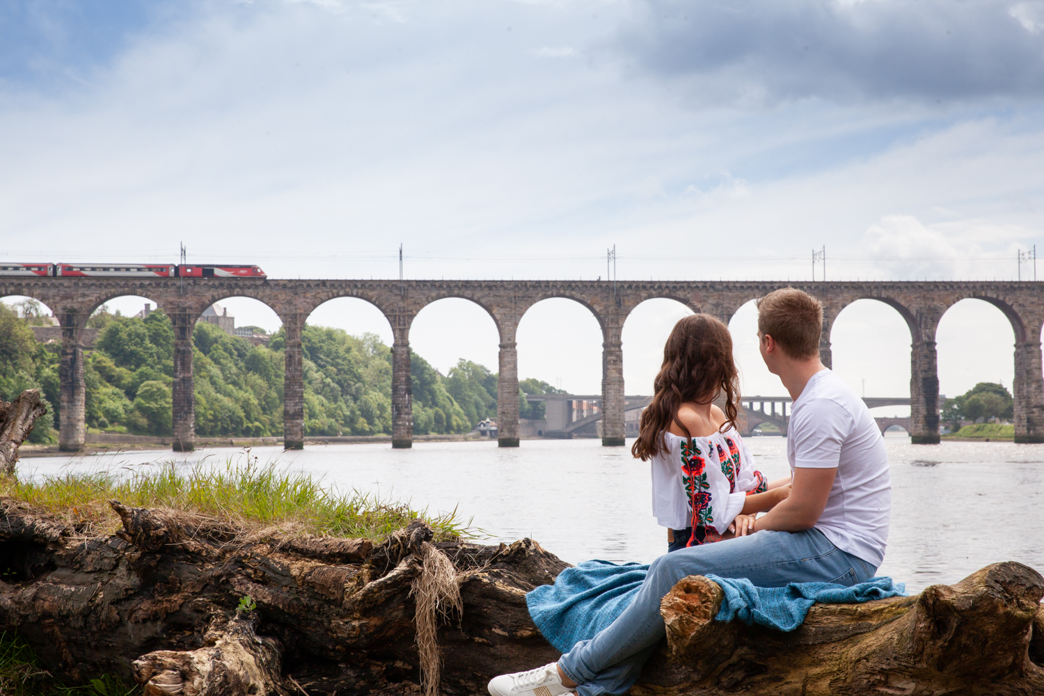 MICHAEL_ANNALISE_PRE-WEDDING_PHOTOSHOOT_BERWICK_PICTORIAL_PHOTOGRAPHY_COUPLE_RIVER_BOAT_RIVERSIDE_BRIDGES--1081.jpg