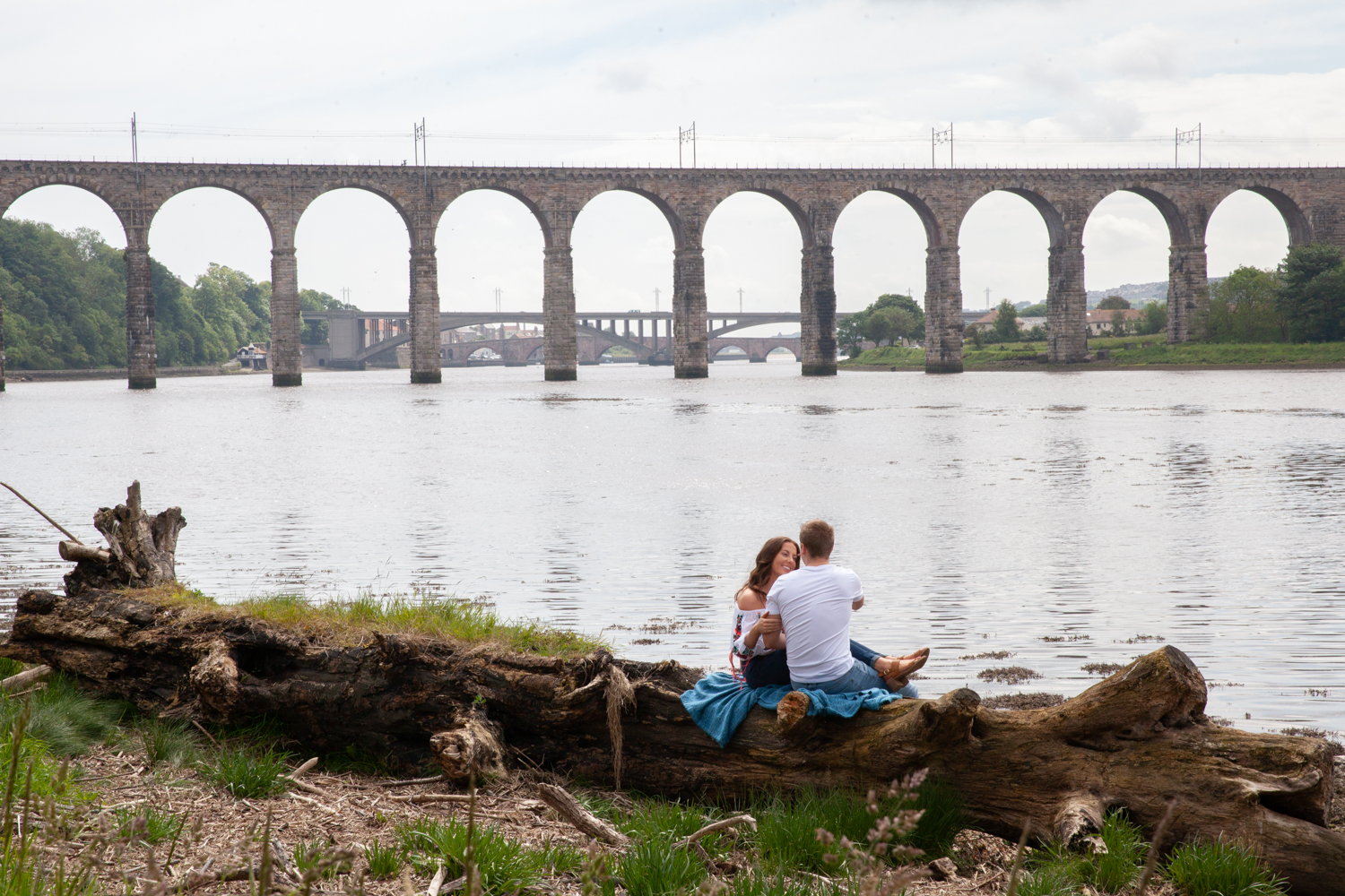MICHAEL_ANNALISE_PRE-WEDDING_PHOTOSHOOT_BERWICK_PICTORIAL_PHOTOGRAPHY_COUPLE_RIVER_BOAT_RIVERSIDE_BRIDGES--1071.jpg