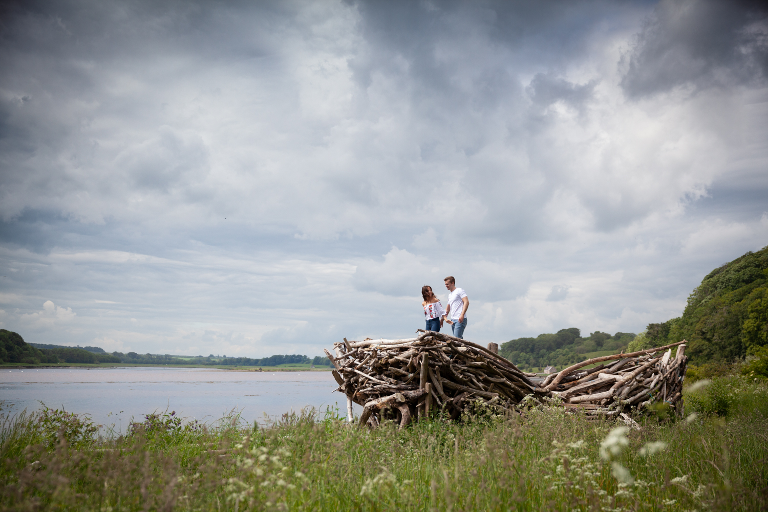 MICHAEL_ANNALISE_PRE-WEDDING_PHOTOSHOOT_BERWICK_PICTORIAL_PHOTOGRAPHY_COUPLE_RIVER_BOAT_RIVERSIDE_BRIDGES--1053.jpg