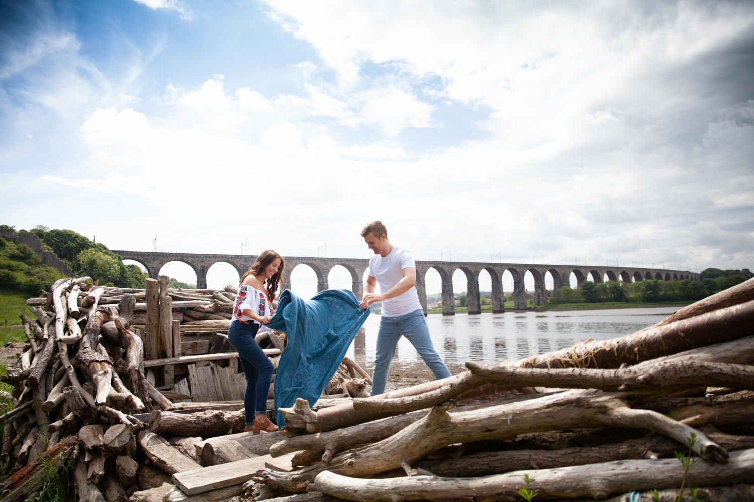 MICHAEL_ANNALISE_PRE-WEDDING_PHOTOSHOOT_BERWICK_PICTORIAL_PHOTOGRAPHY_COUPLE_RIVER_BOAT_RIVERSIDE_BRIDGES--1033.jpg