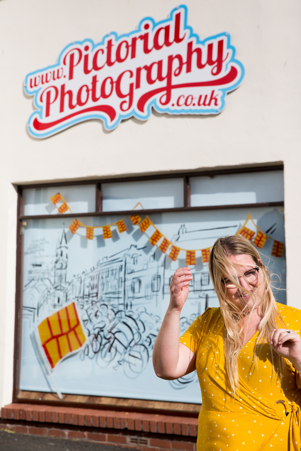 1-Katie_Draws_Pictorial_Photography_Chappell_Tour_of_Britian_window-painting-live-illustration-photography-graphic-mural-presentation-H45A6330.jpg