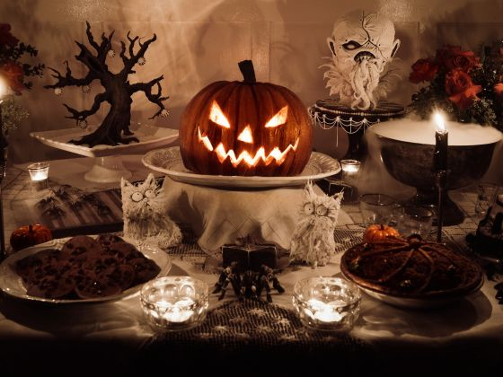 65sERy5GQFepvpJh5Ni6_christine-halloween-table Cropped.jpg
