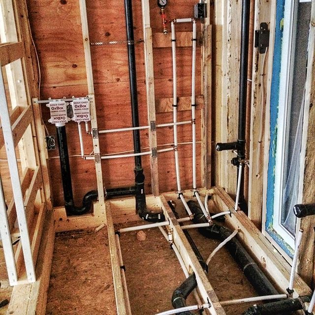 The #plumbing passed the pressure test on Friday with no leaks 👌🏻 Everything runs through a fully insulated raised bathroom floor. Just waiting on the gas then we can spray foam! #tinyhousenation #thow #squamish #tinyhome #tinyhomebuilders #movingforward