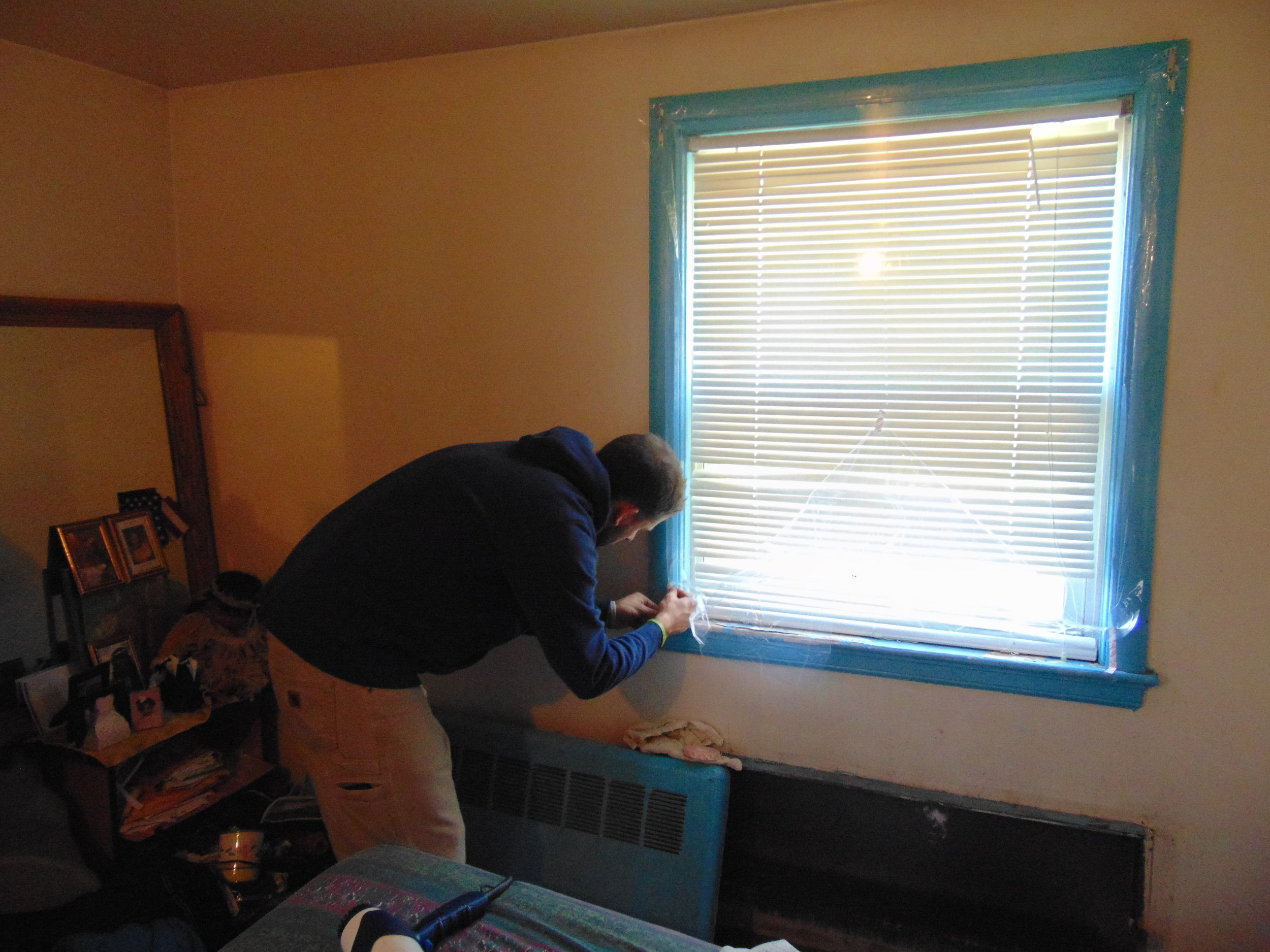 USGBC volunteer finishes his last window for the day.