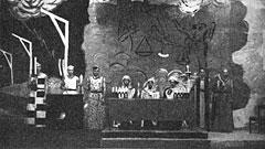 Hovne Embetsmenn og væpnere er rede til den krevende rettergangen under promosjonen i 1938.