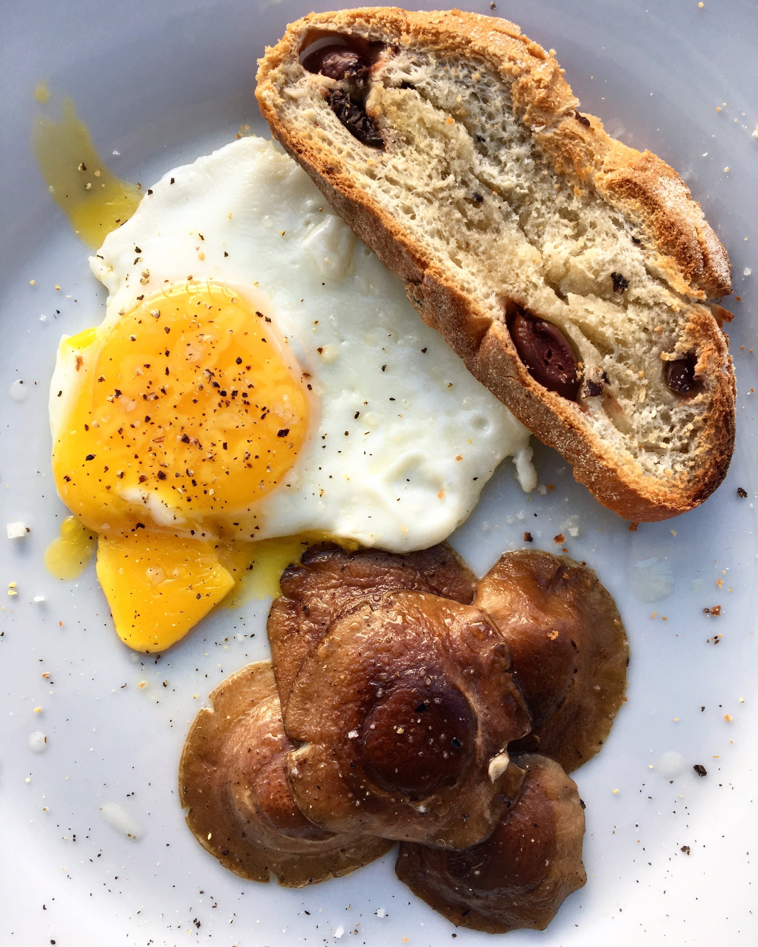 egg + mushrooms with olive toast