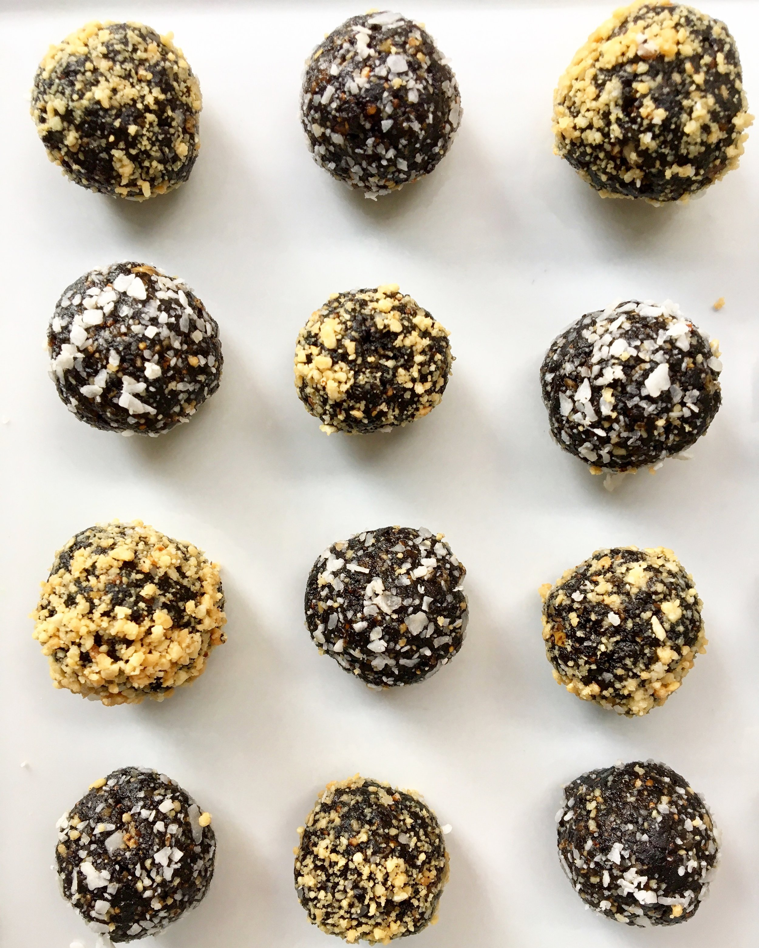Fig / Date / Cocoa Truffles (Photo No. 2)
