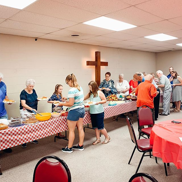 """You might be Baptist if…You believe you are supposed to take a covered dish to heaven when you die!"" 😂  We aren't above joking about ourselves but if there is one thing we love to do, it's celebrate Christ's light and love with each other over a good meal!  Our annual welcome picnic was a success with tons of good food, laughs and an giant ice cream trough! 🍦  Thank you to all our church family who worked so hard to put this amazing feast together.  Sad you missed out? We will have a Fall bonfire in a few months. FOLLOW us to get details on our next events!  #mountvernonohio #knoxcountyohio #baptistchurch #fellowship #mtvernonohio #churchevents"