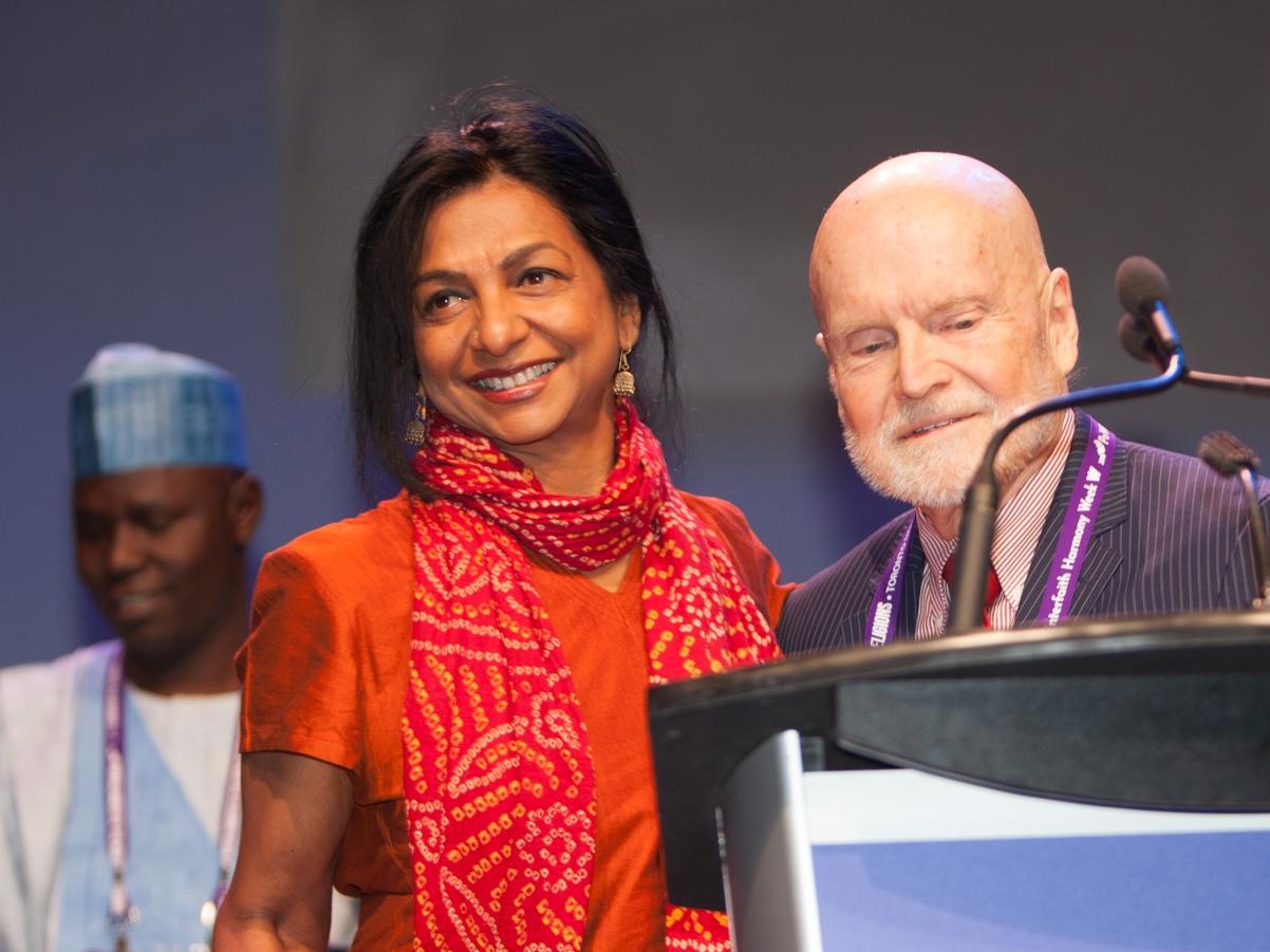 Ms. Soraya Deen accepts Paul Carus Award from President Larry Greenfield